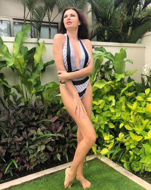 48-Летняя эвелина бледанс похвасталась шикарной фигурой в бикини