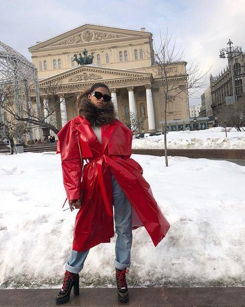 51-Летний венсан кассель прилетел в москву со своей 20-летней девушкой тиной кунаки