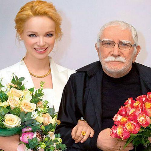 82-Летний армен джигарханян впервые прокомментировал развод с 36-летней женой
