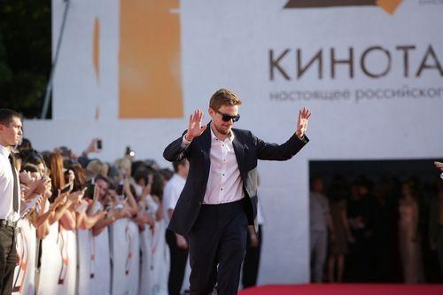Александр петров и ирина старшенбаум появились не вместе на церемонии открытия «кинотавра-2018»