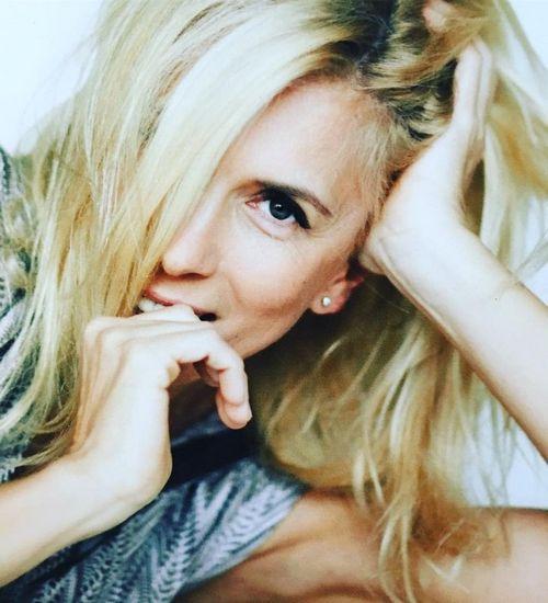 Алена свиридова призналась, что отец-алкоголик избивал ее в детстве