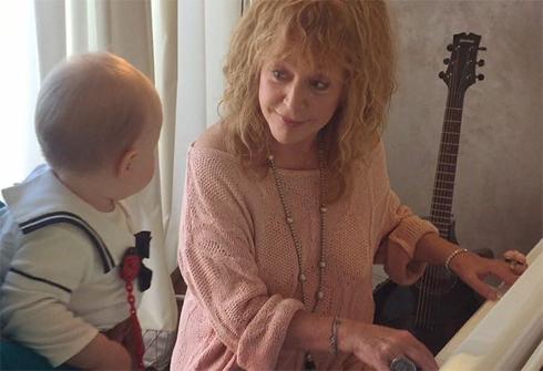 Алла пугачева стала учителем музыки для дочки игоря николаева