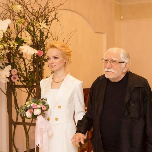 Андрей малахов сообщил, что виталина цымбалюк-романовская продавала личные видео армена джигарханяна