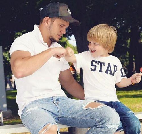 Антон гусев опять выложил старые снимки с сыном