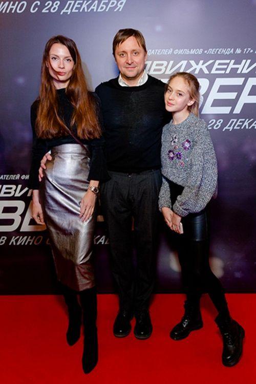 Артем михалков вышел в свет с молодой возлюбленной и дочерью от первого брака