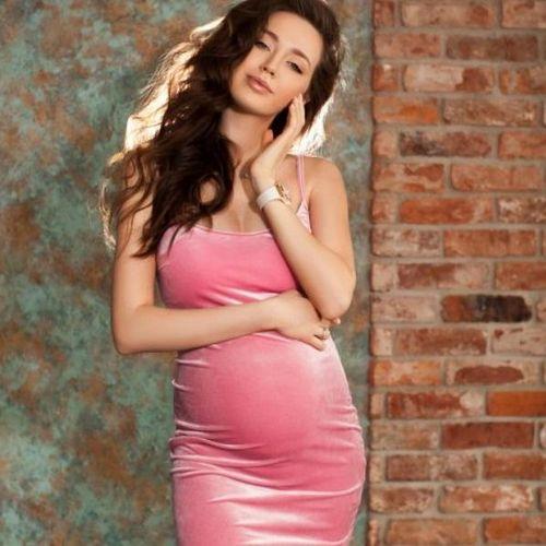 Беременная супруга дмитрия тарасова уже купила мебель в детскую комнату