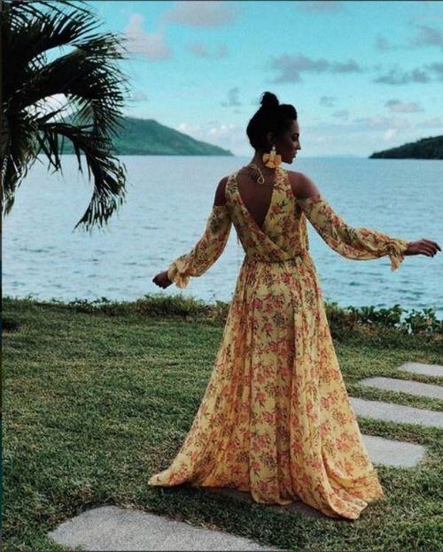 «Царевна лягушка»: ольга бузова прогулялась по сейшелам в «цыганском» наряде