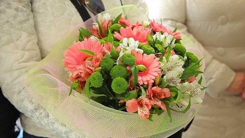 Цветочная доставка для второй половинки: нежный подарок к любому празднику