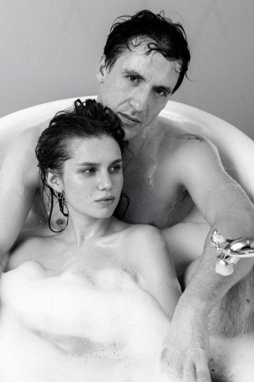 Дарья мельникова и артур смольянинов устроили фотосессию в ванне ко дню влюбленных