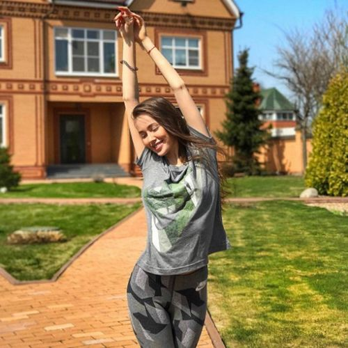 Девушка дмитрия тарасова рассказала всё о своих родителях, детстве и карьере