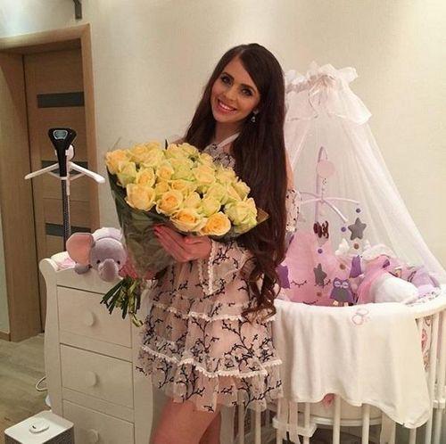 Дима дмитренко на годовщину подарил оле рапунцель букет желтых роз, предвещающих разлуку
