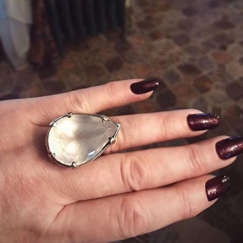 Дорогое пальто и кольцо с камнем: как поздравляли лолиту