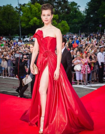 Екатерина шпица выбрала вызывающий наряд для красной ковровой дорожки «кинотавра-2017»