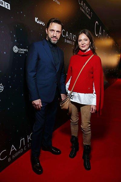 Елена лядова поддержала владимира вдовиченкова на премьере фильма с его участием «салют-7»