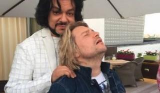 Филипп киркоров сделал массаж николаю баскову