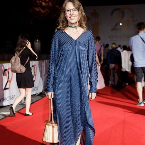 Хейтеры высмеяли «колхозное» платье ксении собчак на красной дорожке «кинотавра»