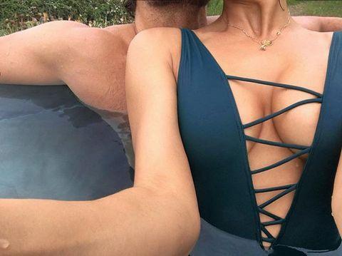 Ирина шейк впервые опубликовала совместное фото с брэдли купером