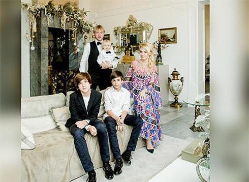 Яна рудковская подала в суд на мать ее детей