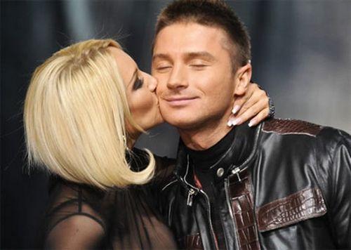 Экс-продюсер лазарева рассказал, кто мог родить певцу сына