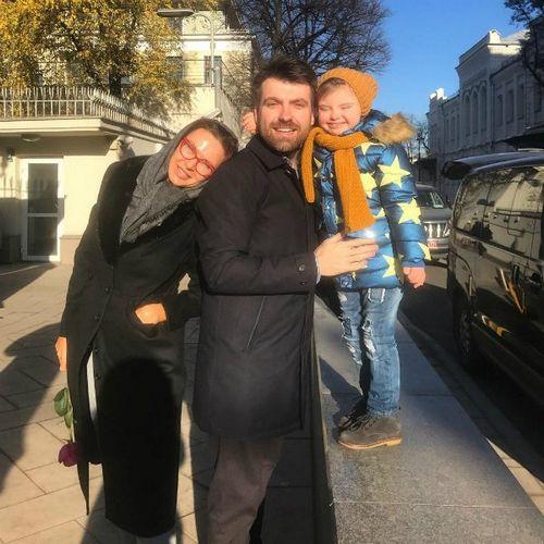 Эвелина бледанс опубликовала трогательное семейное фото с сыном и бывшим мужем