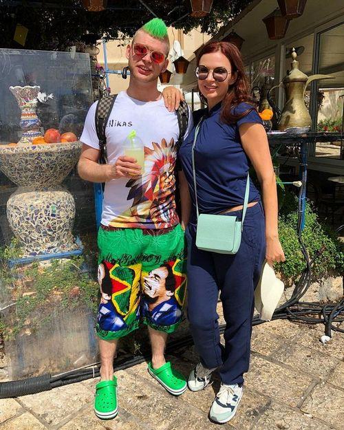 Эвелина бледанс удивила фото со старшим сыном, который покрасил волосы в зеленый цвет