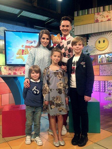 Юлия барановская: «все ругают руководство телеканалов за новогодние огоньки, а я хочу высказаться в их защиту»