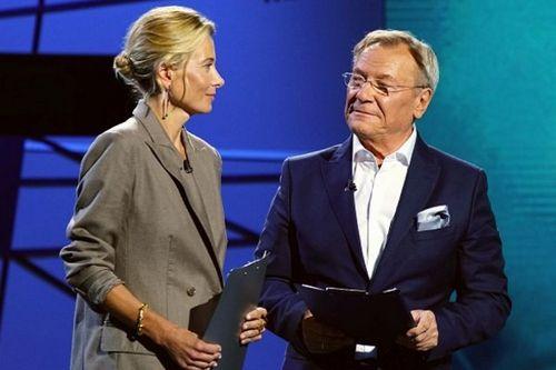 Юлия высоцкая дебютировала как ведущая обновленной программы «жди меня» на нтв