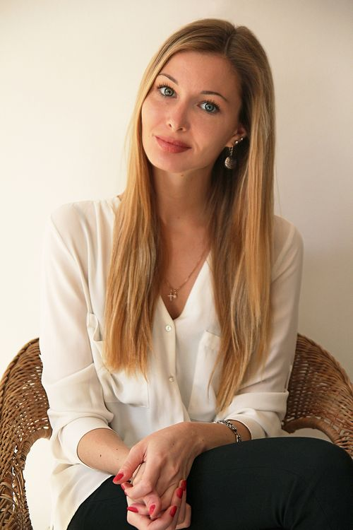 Юлия высоцкая: я аполитичный человек. у меня достаточно моих собственных дел