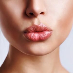 Как скорректировать форму губ