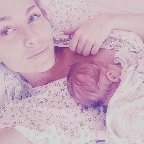 Катя гордон показала новорожденного сына