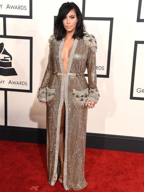 Ким кардашьян показала свои самые сексуальные наряды