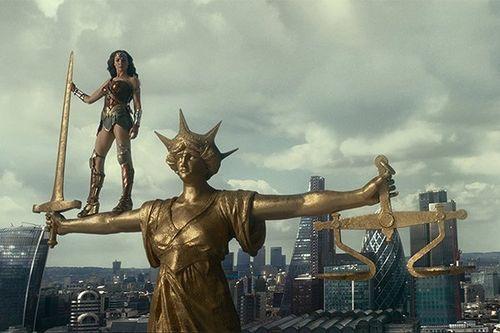 Киноновинки недели: супергеройская «лига справедливости», наши «мифы» и невероятно трогательное «чудо»