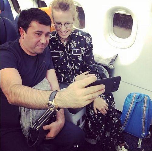 Ксения собчак устроила в самолете фотосессию с пассажирами