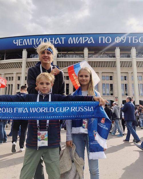 Кто из звезд болел за сборную россии на матче открытия чм-2018
