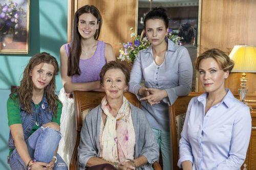 Кто кого играет в сериале «осиное гнездо»: актеры и роли
