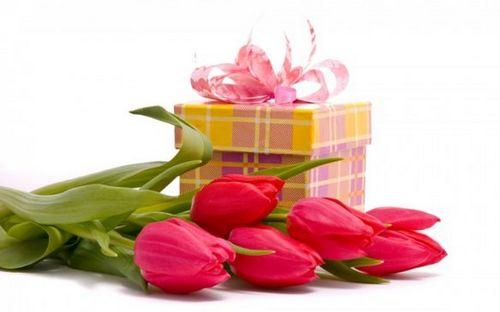 Лучшие корпоративные подарки на 8 марта