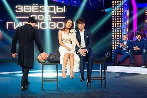 Максим галкин и иса багиров пришли в «пусть говорят», чтобы ответить на критику шоу «звезды под гипнозом»
