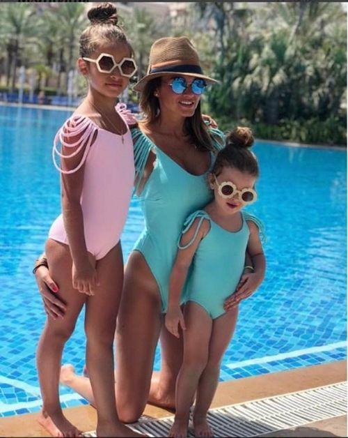 «Мама красотка – красоток родила»: ксения бородина с дочками в купальниках очаровали фанатов