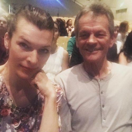 Милла йовович, энн хэтэуэй и другие звезды поделилась трогательными фото со своими папами