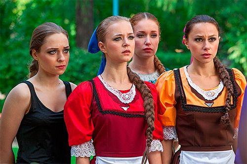 На съемках нового сериала «березка» нина усатова учила молодых актеров целоваться