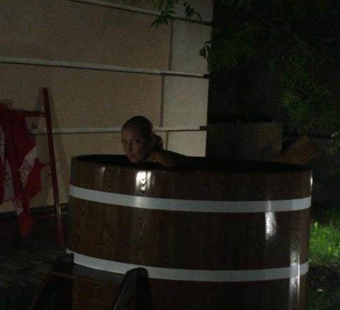 Очередное купание волочковой вызвало бурную реакцию фанатов