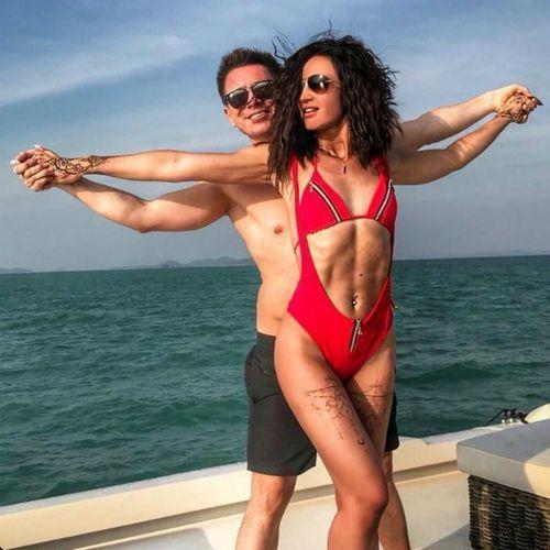 Ольга бузова и тимур батрутдинов не пришли на премьеру фильма «zомбоящик», в котором оба сыграли