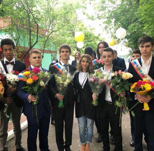 Ольга орлова показала трогательные кадры с последнего звонка своего сына