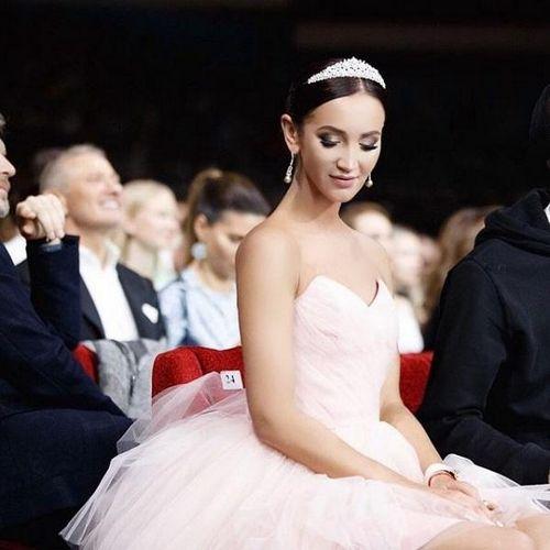Патриотичная ольга бузова заявила, что не хочет отмечать свою свадьбу в россии