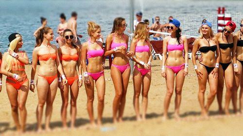 Пляжный сезон: 6 звезд, снимавшихся в бикини