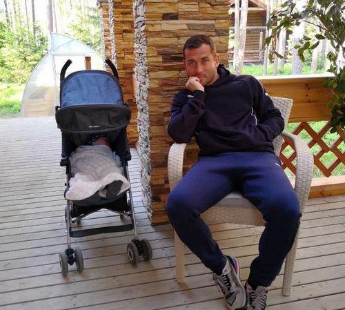 Пользователи instagram обвинили александра кержакова в лицемерии из-за фотографии с сыном
