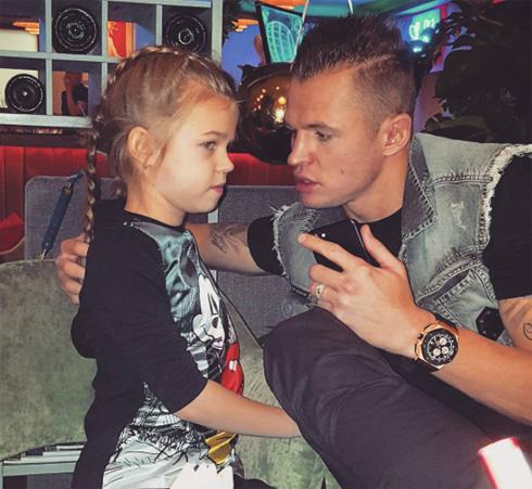 После развода дмитрий тарасов начал чаще общаться с дочерью