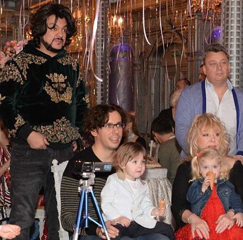 Пугачева и галкин отмечают семейный праздник