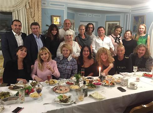Пугачева повеселилась у своей подруги на дне рождения