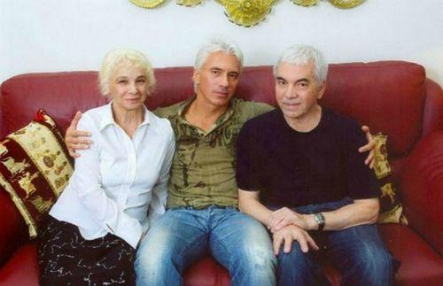 Родители дмитрия хворостовского получили музыкальную награду за сына